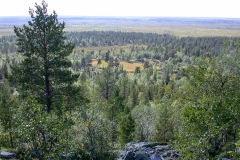 Landschaft um Sallivaara, unten rechts der Rentierscheideplatz