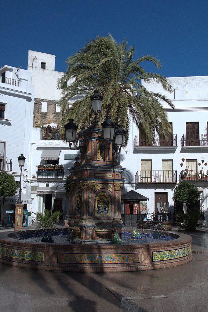 Gekachelter Brunnen auf der Plaza de Espana
