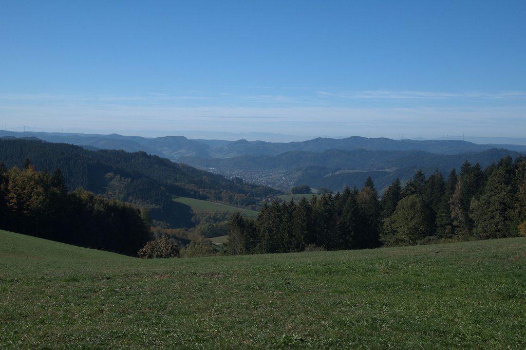 Blick über den Schwarzwald bis zu den Vogesen